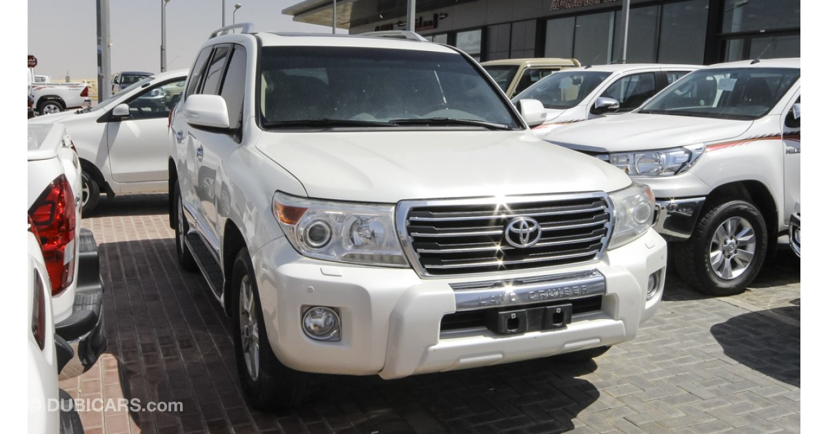 toyota land cruiser gx r for sale aed 145 000 white 2013. Black Bedroom Furniture Sets. Home Design Ideas