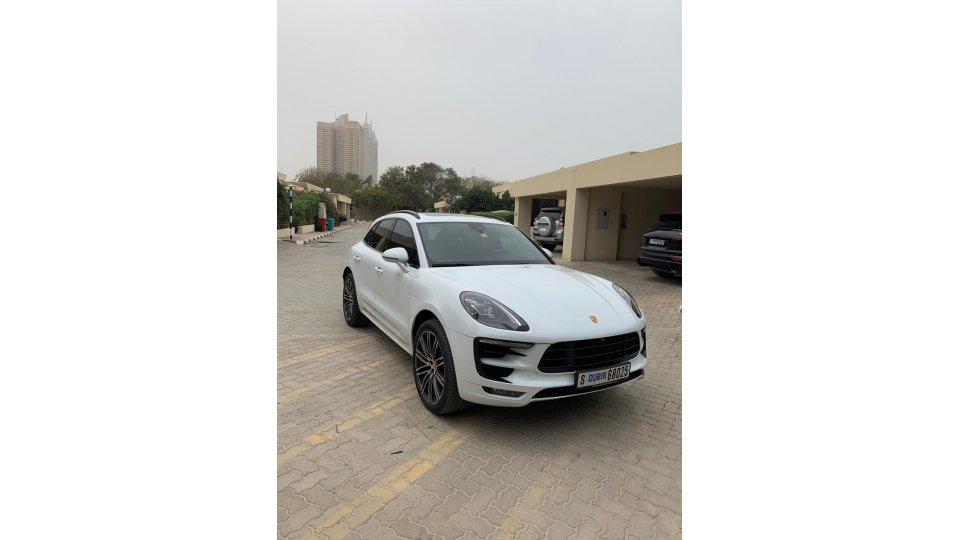 Porsche macan for sale aed 240 000 white 2017 - Porsche macan white with red interior ...