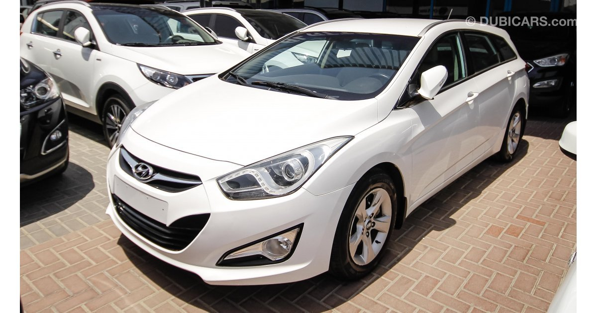 hyundai i40 for sale aed 41 000 white 2015. Black Bedroom Furniture Sets. Home Design Ideas