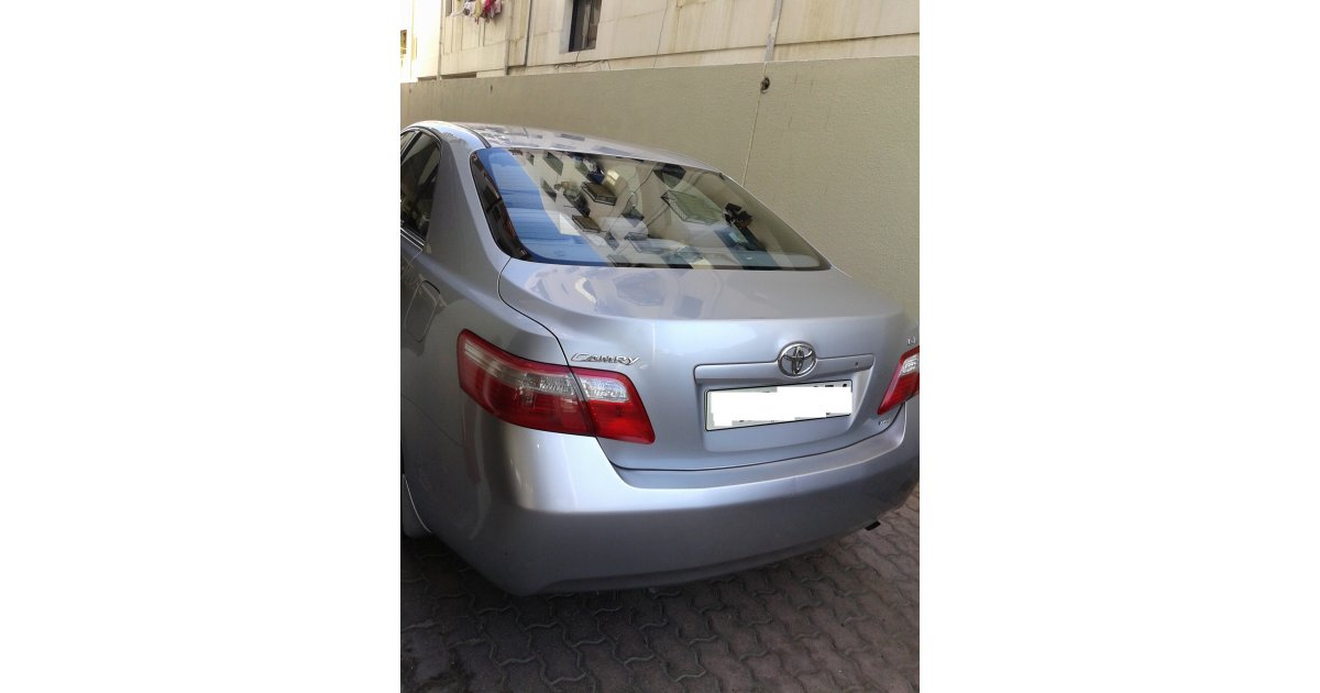 toyota camry for sale aed 18 000 grey silver 2008. Black Bedroom Furniture Sets. Home Design Ideas