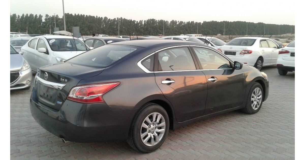 Nissan Altima for sale: AED 27,000. Grey/Silver, 2013