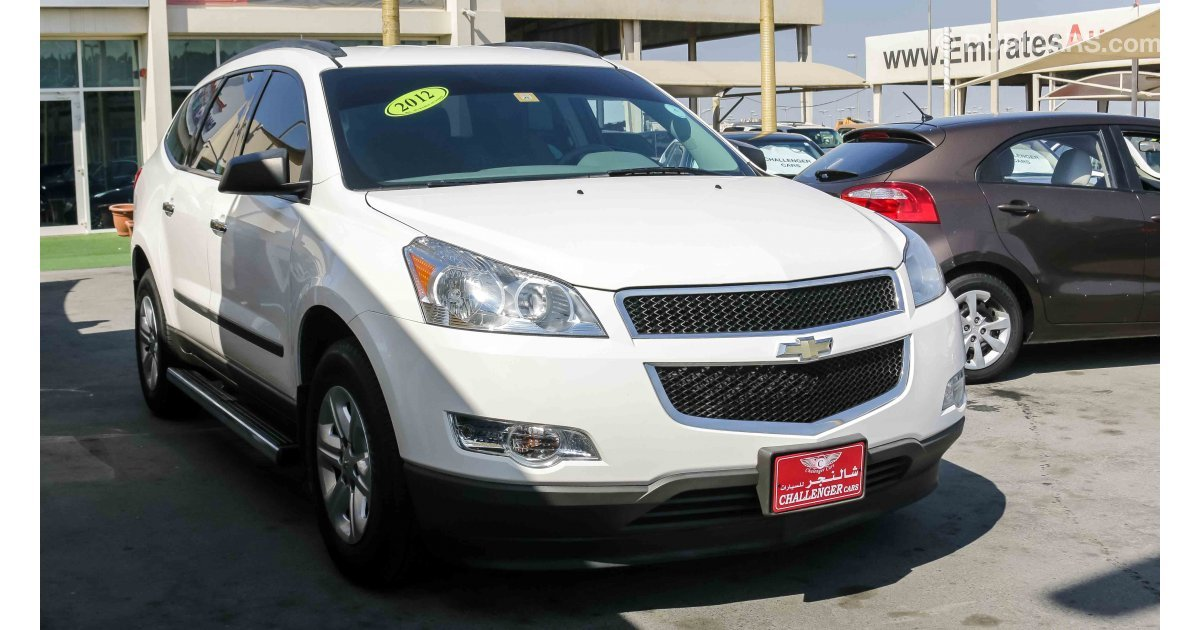 chevrolet traverse ls for sale aed 27 000 white 2012. Black Bedroom Furniture Sets. Home Design Ideas
