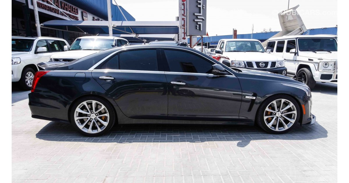 cadillac cts v8 supercharged for sale aed 249 000 grey silver 2016. Black Bedroom Furniture Sets. Home Design Ideas