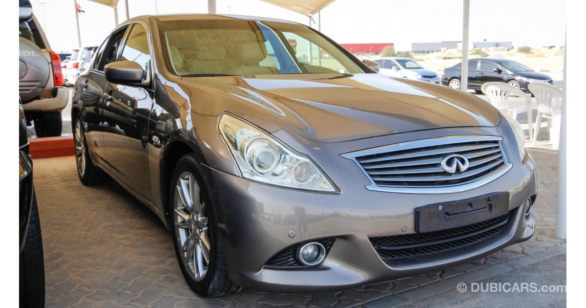 infiniti g37 for sale aed 32 000 grey silver 2010. Black Bedroom Furniture Sets. Home Design Ideas