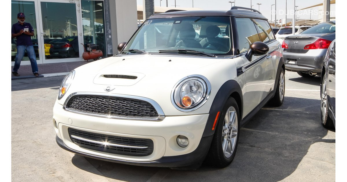 mini cooper clubman for sale aed 43 000 white 2013. Black Bedroom Furniture Sets. Home Design Ideas