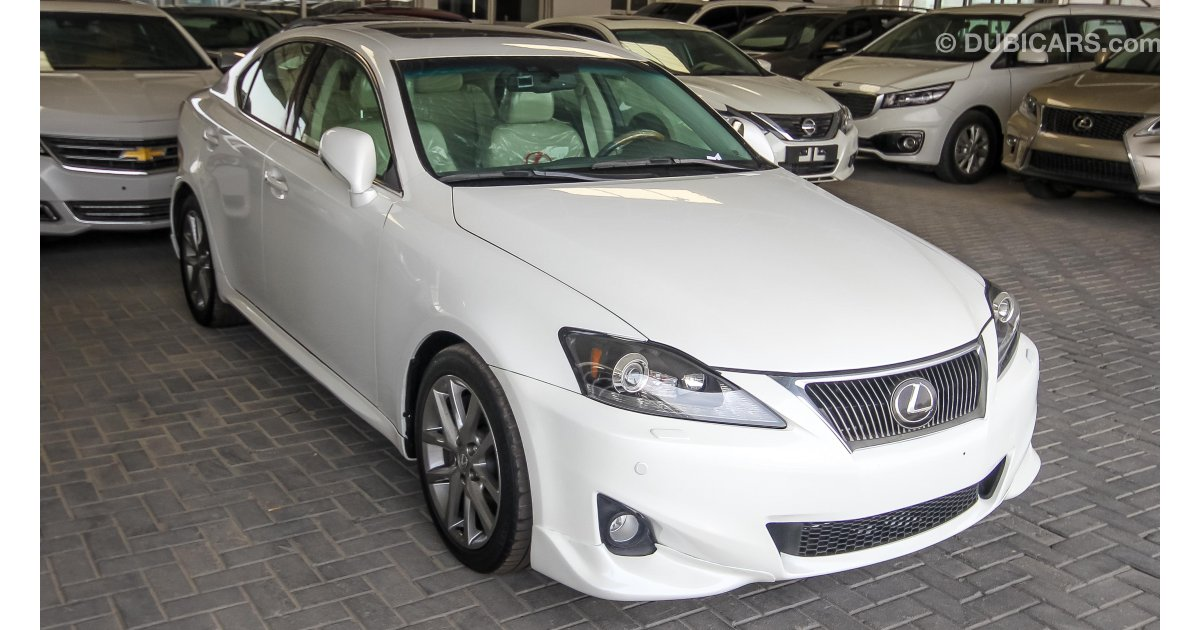 lexus is 300 for sale aed 56 000 white 2011. Black Bedroom Furniture Sets. Home Design Ideas