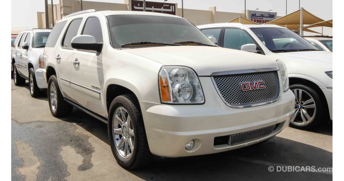 gmc yukon denali for sale aed 65 000 white 2010. Black Bedroom Furniture Sets. Home Design Ideas