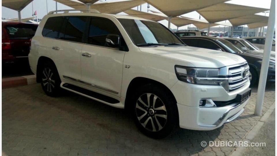 2018 Toyota Land Cruiser Prado Design Price >> Toyota Land Cruiser vxs WHITE EDITION for sale: AED 300,000. White, 2018