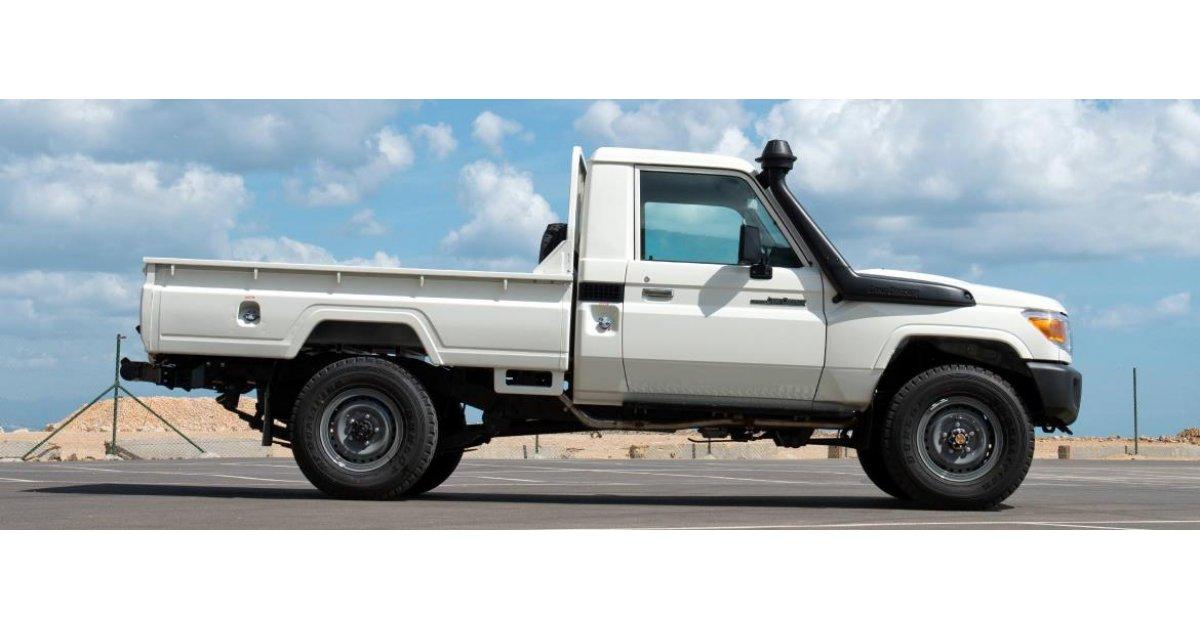 toyota land cruiser pickup left hand drive diesel 4 2l for sale white 2016. Black Bedroom Furniture Sets. Home Design Ideas