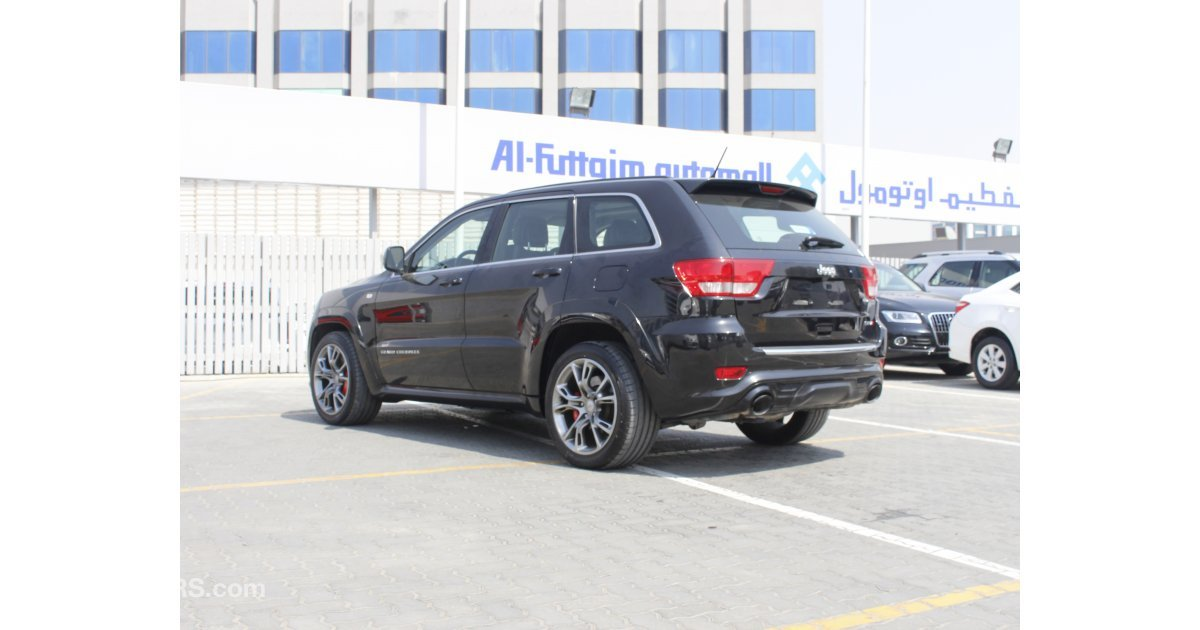 jeep grand cherokee srt8 for sale aed 89 956 grey silver 2012. Black Bedroom Furniture Sets. Home Design Ideas