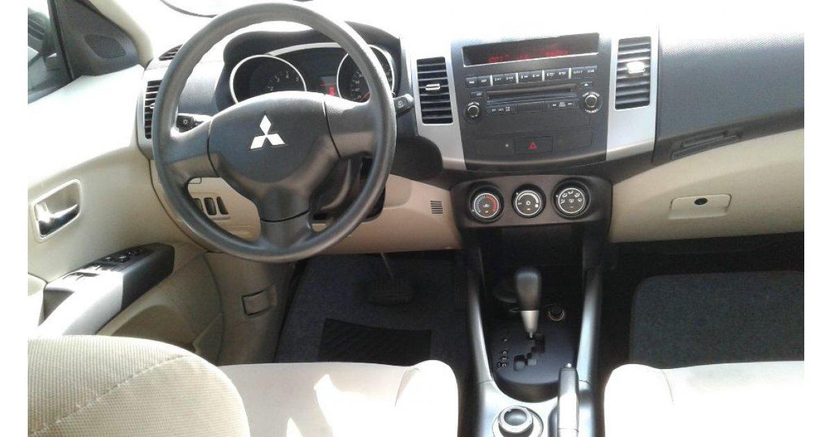 Mitsubishi Outlander for sale: AED 23,000. White, 2011