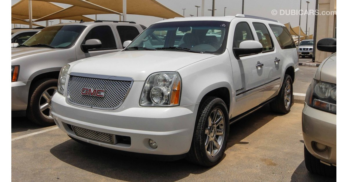 gmc yukon denali xl for sale aed 55 000 white 2010. Black Bedroom Furniture Sets. Home Design Ideas