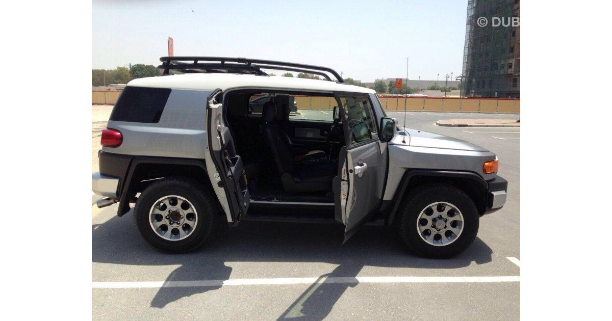 toyota fj cruiser for sale aed 67 000 grey silver 2012. Black Bedroom Furniture Sets. Home Design Ideas
