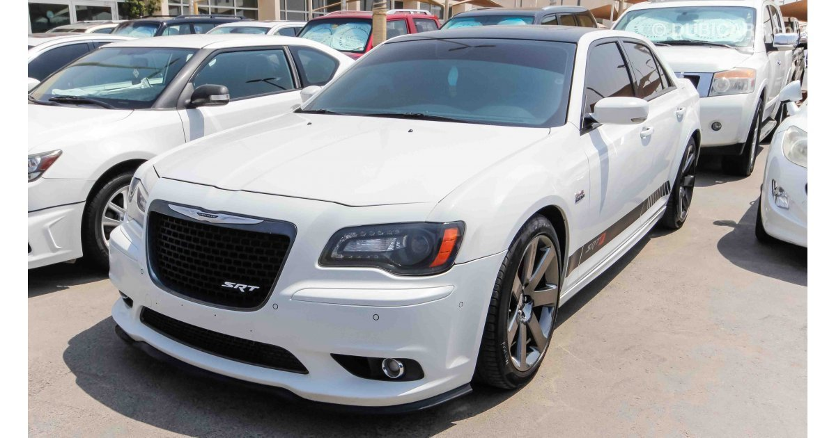 chrysler 300c srt 6 4l hemi for sale aed 83 000 white 2014. Black Bedroom Furniture Sets. Home Design Ideas