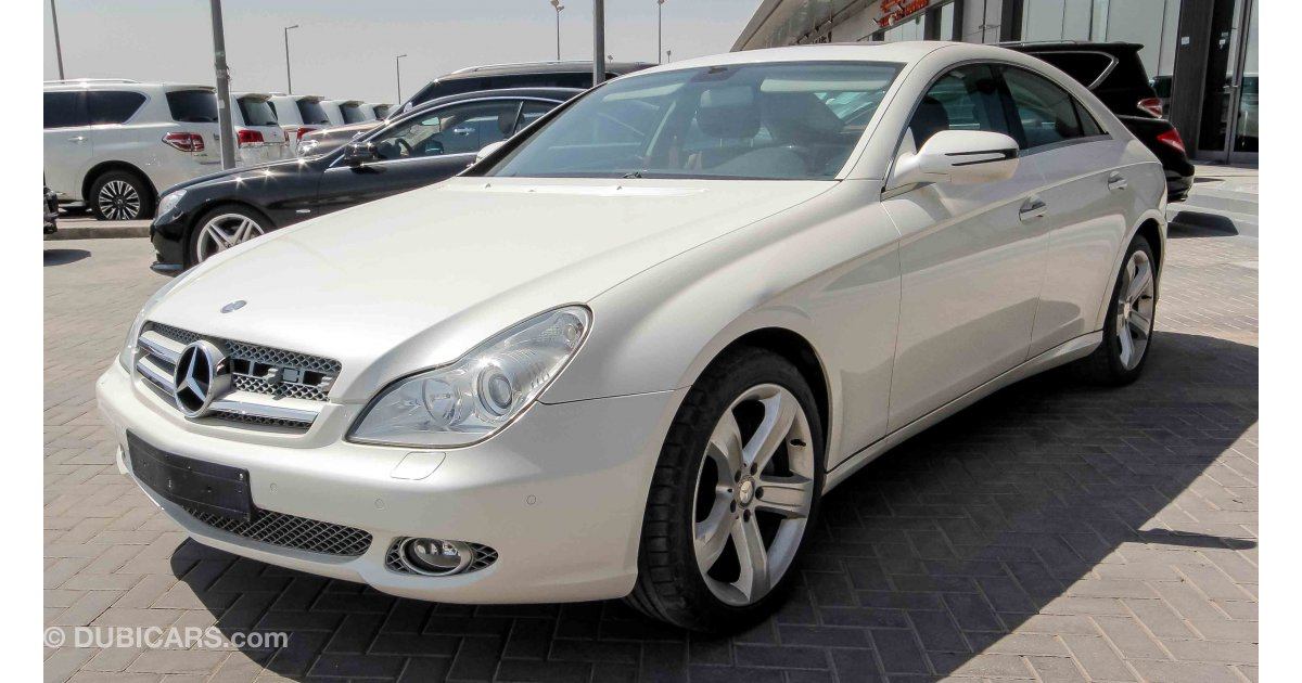 mercedes benz cls 500 for sale aed 49 000 white 2009. Black Bedroom Furniture Sets. Home Design Ideas