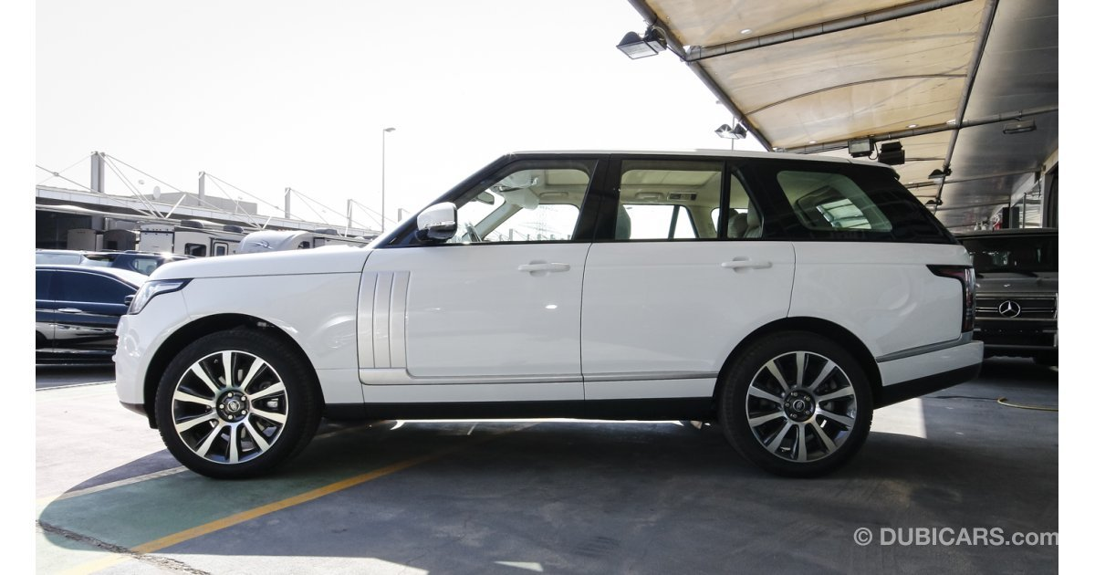 land rover range rover vogue se supercharged for sale aed 463 000 white 2016. Black Bedroom Furniture Sets. Home Design Ideas
