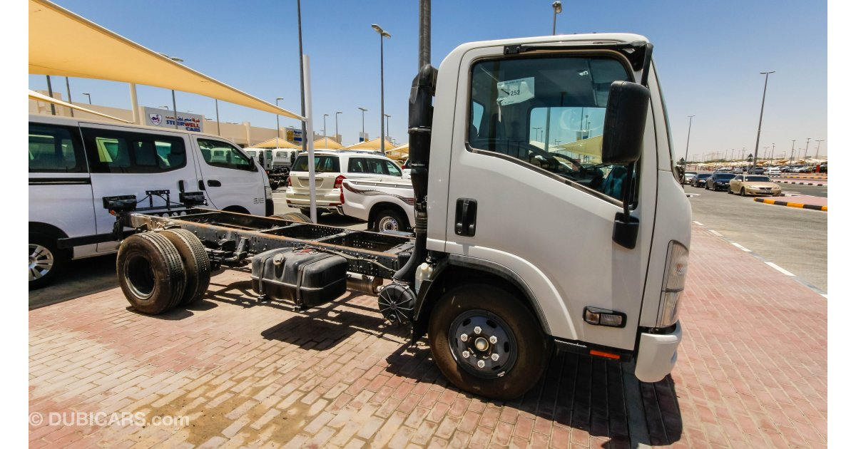 Isuzu Reward NP Cab & Chassis Truck for sale: AED 63,500. White, 2015