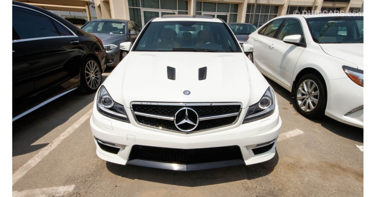 mercedes benz c 300 for sale aed 58 000 white 2012. Black Bedroom Furniture Sets. Home Design Ideas