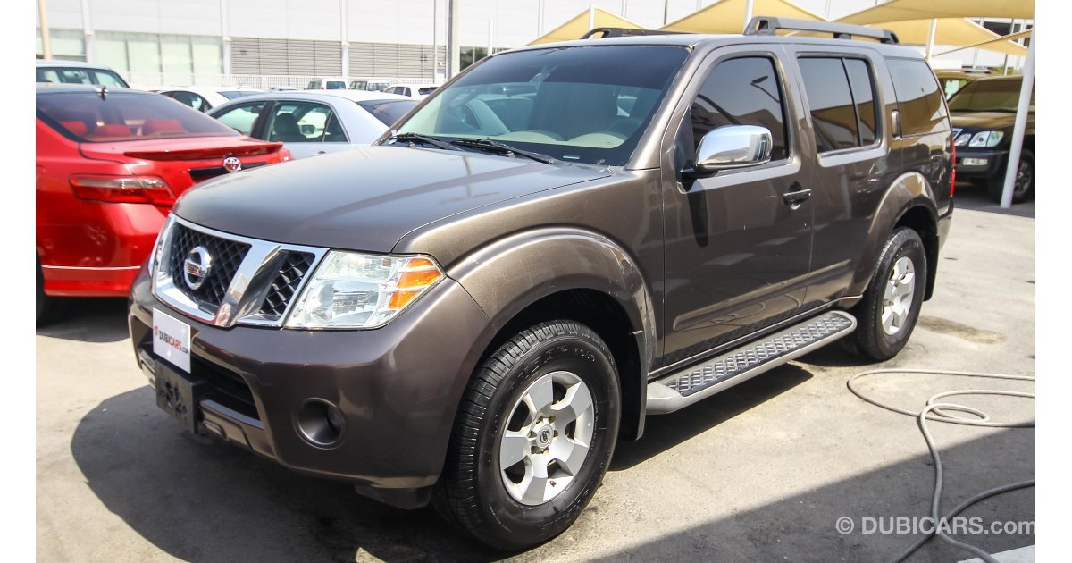 nissan pathfinder for sale aed 22 000 grey silver 2008. Black Bedroom Furniture Sets. Home Design Ideas