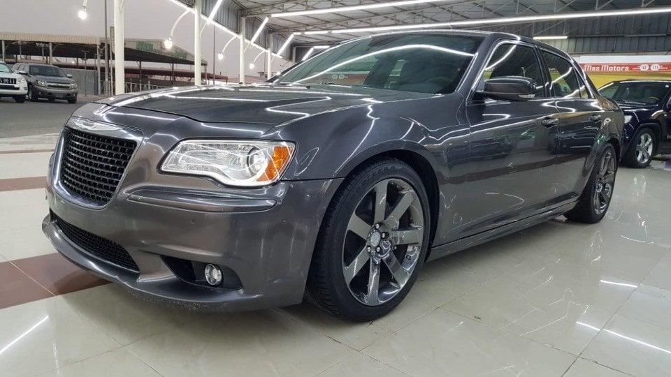 chrysler srt 300c silver grey