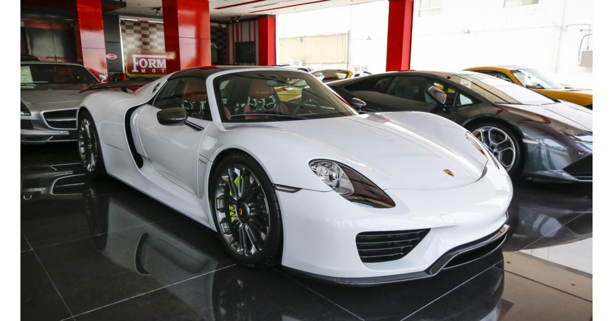 porsche 918 spyder weissach package for sale aed 5 700 000 white 2015. Black Bedroom Furniture Sets. Home Design Ideas