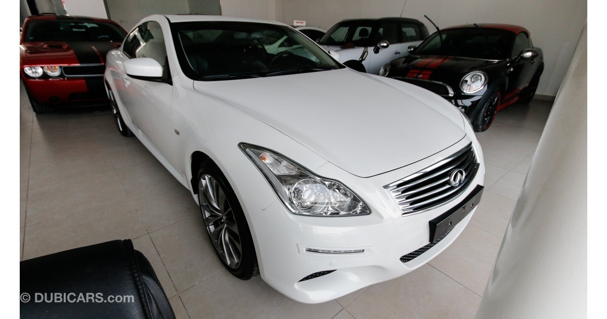 infiniti g37 s for sale aed 47 000 white 2012. Black Bedroom Furniture Sets. Home Design Ideas