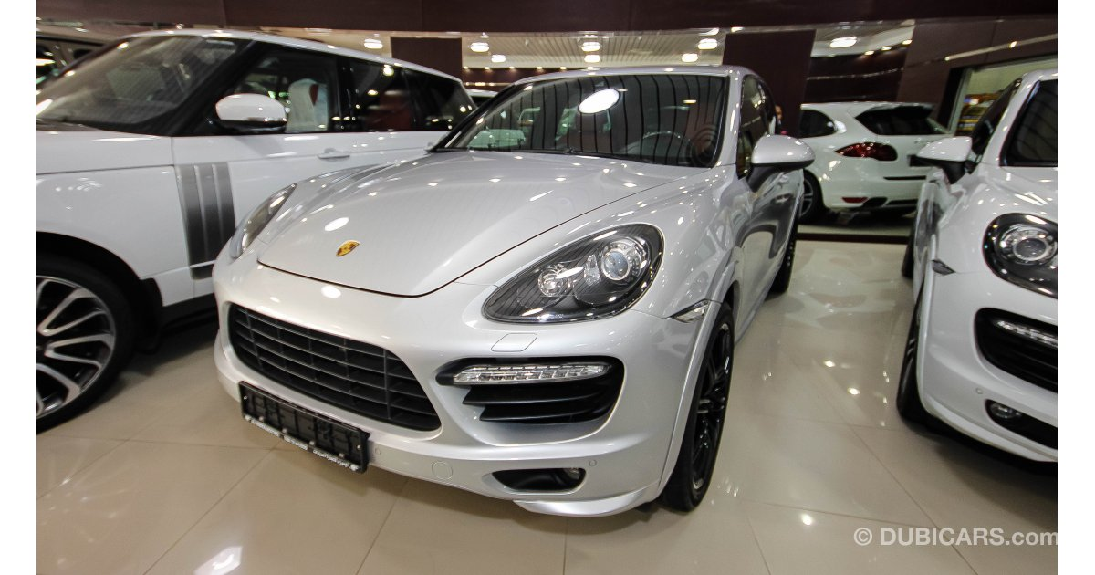 porsche cayenne gts for sale aed 200 000 grey silver 2014. Black Bedroom Furniture Sets. Home Design Ideas