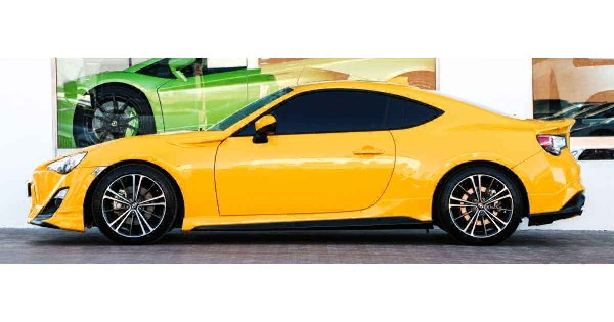 scion fr s for sale aed 99 000 yellow 2015. Black Bedroom Furniture Sets. Home Design Ideas