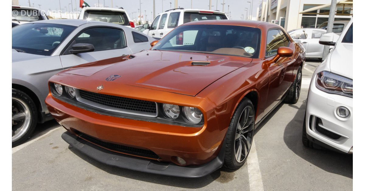 dodge challenger r t hemi for sale aed 55 000 orange 2011. Black Bedroom Furniture Sets. Home Design Ideas