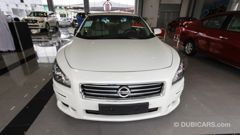 nissan maxima for sale aed 109 900 white 2015. Black Bedroom Furniture Sets. Home Design Ideas