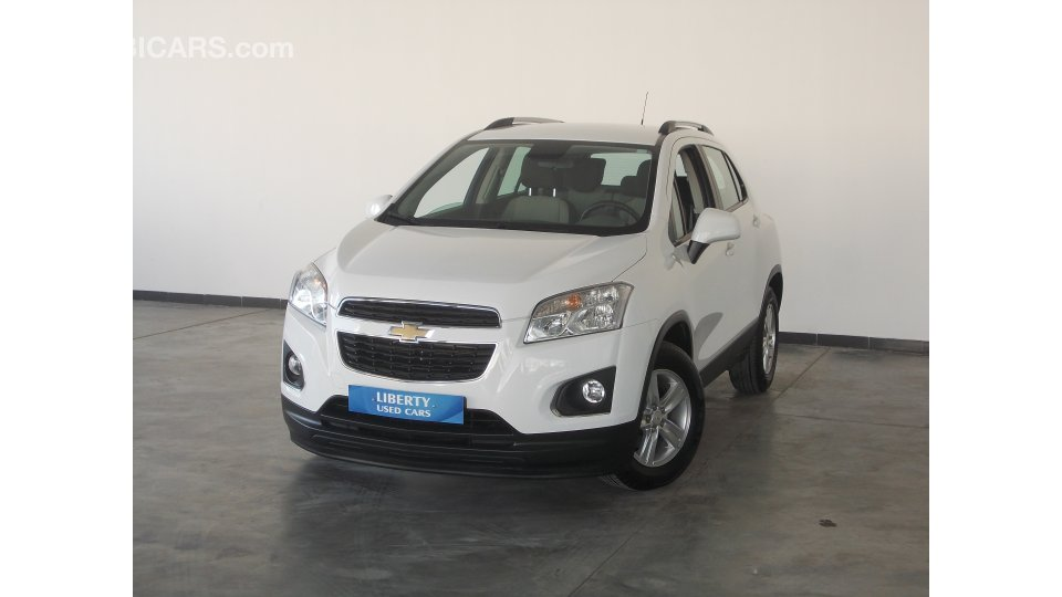 chevrolet trax lt for sale aed 55 000 white 2016. Black Bedroom Furniture Sets. Home Design Ideas