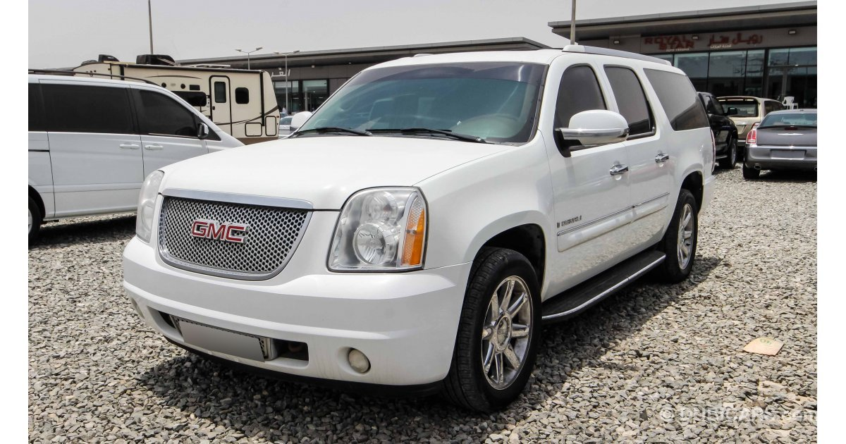 gmc yukon xl denali for sale aed 35 000 white 2008. Black Bedroom Furniture Sets. Home Design Ideas