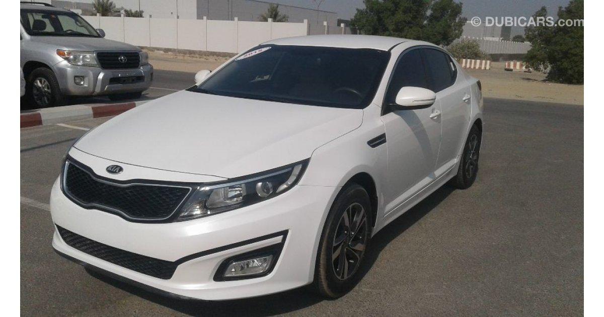 Kia Optima for sale: AED 32,000. White, 2015