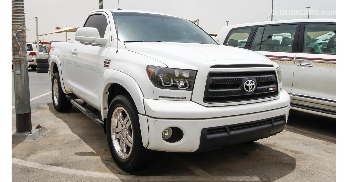 toyota tundra for sale aed 55 000 white 2010. Black Bedroom Furniture Sets. Home Design Ideas