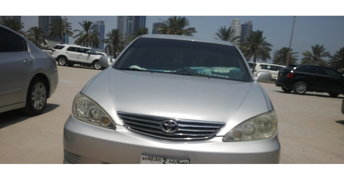 toyota camry for sale aed 13 000 grey silver 2005. Black Bedroom Furniture Sets. Home Design Ideas