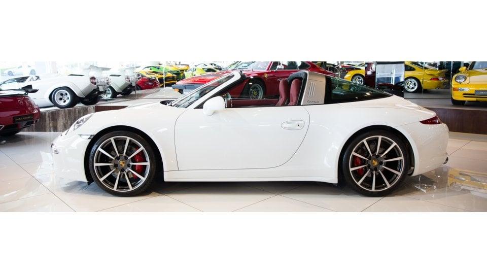 porsche 911 targa 4s for sale aed 425 000 white 2015. Black Bedroom Furniture Sets. Home Design Ideas