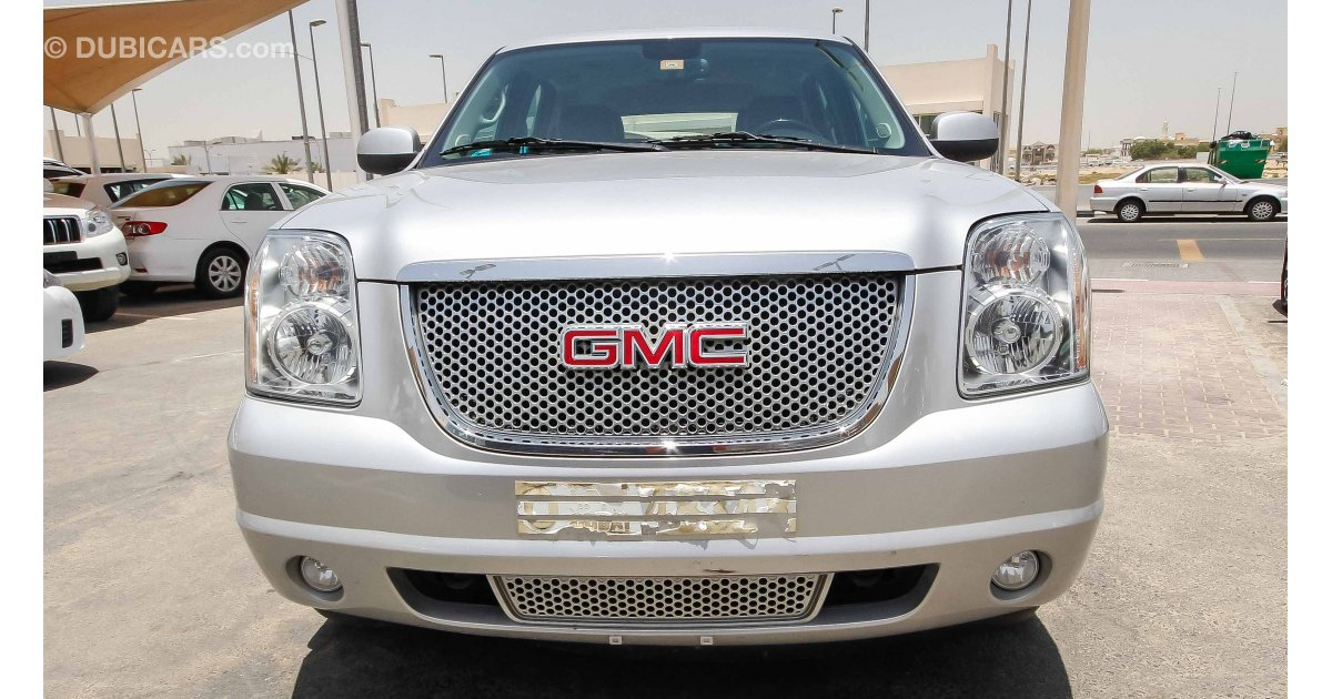 gmc yukon denali for sale aed 89 000 grey silver 2014. Black Bedroom Furniture Sets. Home Design Ideas