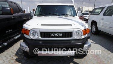 Toyota FJ Cruiser for sale: AED 65,000. White, 2012